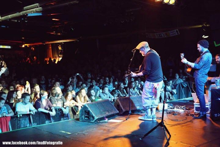 Dan Patlansky performing with Everlast