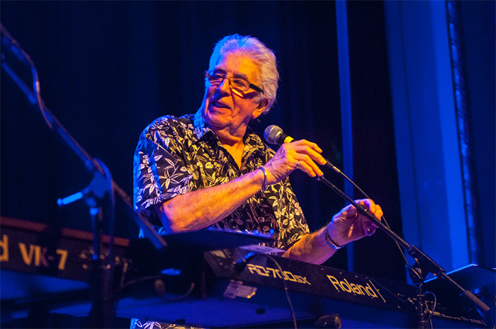 John mayall aladdin theater gig review blues rock review publicscrutiny Images